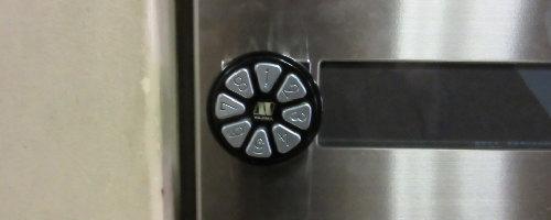 プッシュボタン式のポスト錠