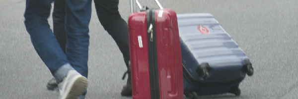 スーツケースを開ける場所どこでもOK