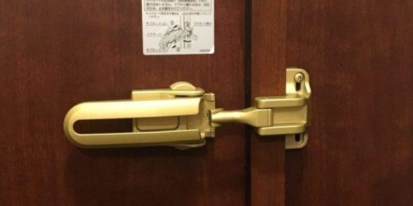 玄関ドアガードの開錠